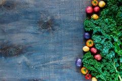 färgrika organiska grönsaker royaltyfri fotografi