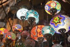 Färgrika orientaliska lampor på marknaden Fotografering för Bildbyråer