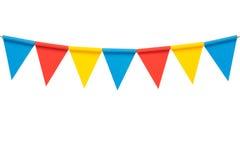 Färgrika pappers- buntingpartiflaggor som isoleras på vit Arkivbild