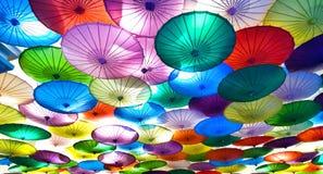 färgrika paraplyer Arkivbild