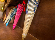 Färgrika paraplyer för kinesiskt papper i lager Royaltyfria Bilder