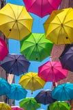 Färgrika paraplyer utomhus Royaltyfri Fotografi