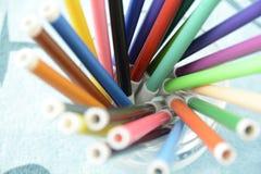 färgrika pennor Arkivbilder