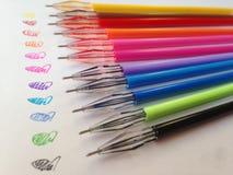 Färgrika pennor för makro royaltyfri fotografi