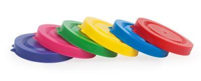 Färgrika plast- lock för krus royaltyfria bilder