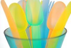 färgrika plastic utensils Royaltyfri Bild