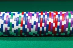 Färgrika pokerchiper royaltyfria bilder