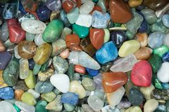 Färgrika polerade stenar arkivfoto