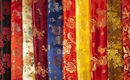 Färgrika prövkopior av kinesisk silk Royaltyfri Bild