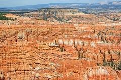 Färgrika randiga hoodoos i den Bryce kanjonen NP arkivbild