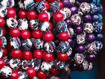 Färgrika regionala halsband på halsen Royaltyfria Foton