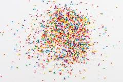 Färgrika rundastänk som spills på vit Royaltyfria Bilder