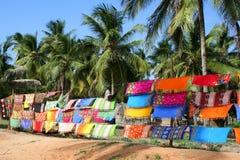 Färgrika Sarongs som säljs i marknaden i Barra Royaltyfri Foto