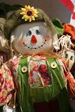 färgrika scarecrows Royaltyfria Bilder