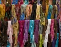 färgrika scarfs Arkivfoton