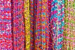 färgrika scarfs Royaltyfria Bilder
