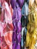 färgrika scarves Arkivbilder
