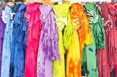 färgrika scarves Arkivfoto