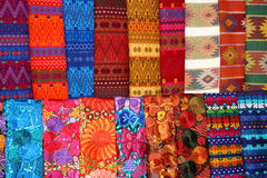 färgrika scarves Arkivbild