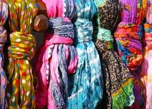 färgrika scarves Royaltyfri Foto