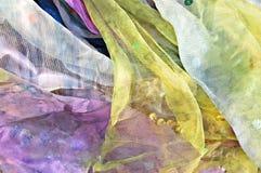 färgrika scarves för bakgrund Royaltyfri Bild