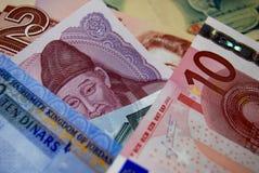 Färgrika sedelräkningar för utländsk valuta Royaltyfri Fotografi