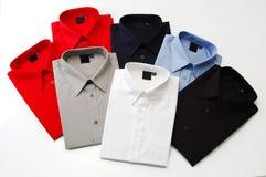 Färgrika skjortor arkivbilder