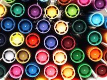 Färgrika skolamarkörer nära Arkivbild