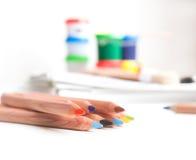 Färgrika skolatillförsel Arkivbilder