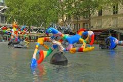 Färgrika skulpturer bredvid Centre Pompidou Paris Royaltyfri Fotografi