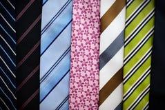 färgrika slipsar Fotografering för Bildbyråer