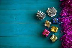 Färgrika små gåvaaskar Royaltyfri Bild