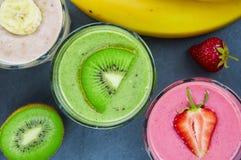 färgrika smoothies Arkivbilder