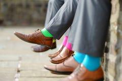 Färgrika sockor av groomsmen Arkivfoto