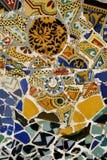färgrika spain för guellmosaikpark tegelplattor royaltyfri bild