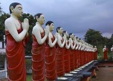 Färgrika srilankesiska tempelstatyer Royaltyfria Bilder