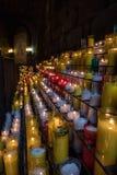 Färgrika stearinljus på kloster av Montserrat i Barcelona, Spanien Royaltyfri Bild