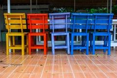 Färgrika stolar Royaltyfri Bild