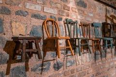 Färgrika stolar för inredesign royaltyfri bild