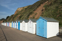 Färgrika strandkojor på Seaton, Devon, UK. royaltyfria foton