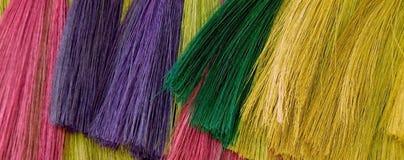 Färgrika Straw Brooms Arkivfoton