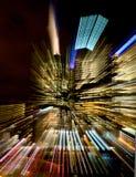 Färgrika strimmor av ljus från en stadsbyggnad Arkivbilder