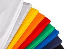 Färgrika t-skjortor Arkivfoton