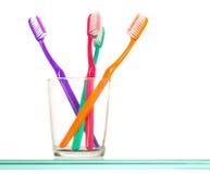 färgrika tandborstar Fotografering för Bildbyråer
