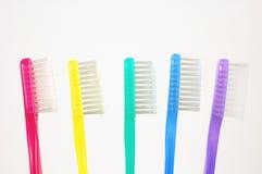 färgrika tandborstar Arkivbild