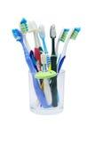 Färgrika tandborstar i exponeringsglas Royaltyfri Bild