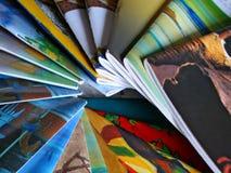 färgrika tidskrifter Arkivfoton