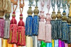 Färgrika tofsar för gardiner Royaltyfri Foto