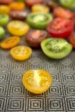 Färgrika tomater på en platta Royaltyfri Foto