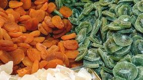 Färgrika torkade frukter för smaklig söt blandning Kiwi aprikos Arkivbild